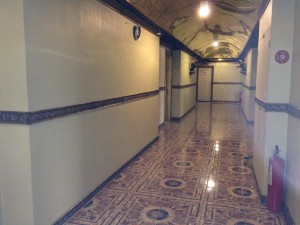 Angeles-City-Fields-Avenue-Emerigo-Hotel-hall-way