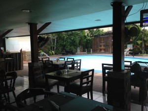 Angeles-City-Fields-Avenue-Emerigo-Hotel-swimming-pool