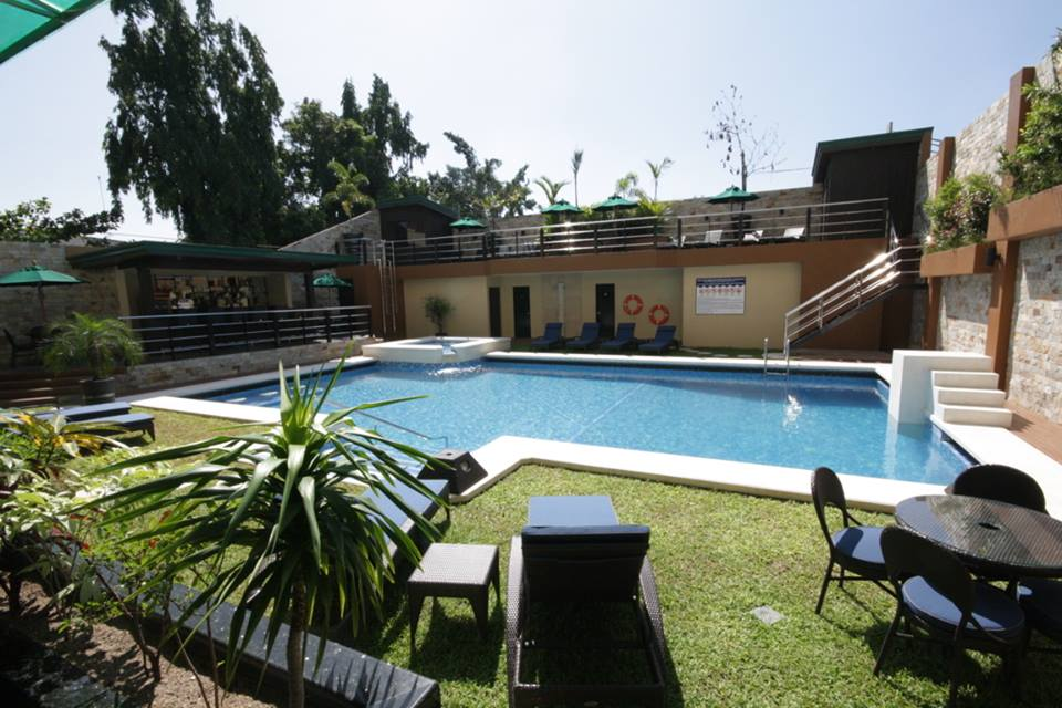 Angeles city fields avenue queens hotel balcony swimming - Hotel with swimming pool on balcony ...