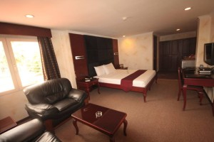 Angeles-City-Fields-Avenue-Royal-Amsterdam-Hotel-room-001
