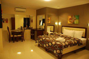 Angeles-City-Perimeter-Road-Fields-Avenue-Don-Juico-Avenue-Devera-Hotel-Junior-Suite-room
