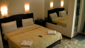 Angeles-City-Perimeter-Road-Fields-Avenue-Don-Juico-Avenue-Premier-Holiday-Resort-deluxe-room